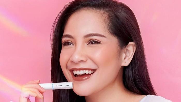Nagita Slavina Launching Produk Kosmetik, Intip Harganya Yuk!