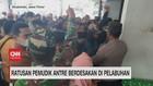VIDEO: Ratusan Pemudik Antre Berdesakan di Pelabuhan