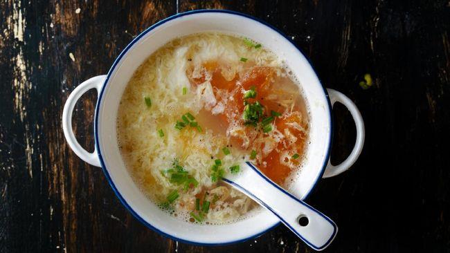 Resep praktis sup telur tomat berikut memiliki rasa yang enak sekaligus bisa menghangatkan tubuh sehingga cocok disantap sebagai menu sahur.