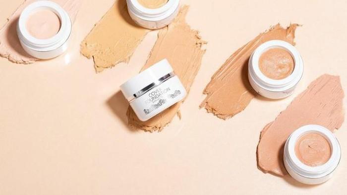 5 Rekomendasi Cream Foundation yang Bikin Kulit Flawless