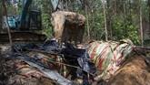 Ratusan sumur minyak ilegal di Musi Banyuasin Sumsel ditutup polisi untuk menghindari aktivitas pengeboran ilegal.