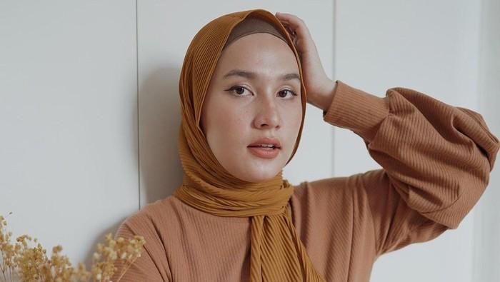 5 Model Pashmina untuk Wajah Bulat, Cantik di Hari Raya