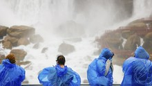 FOTO: Sensasi Terguyur Buih Air Terjun Niagara