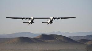 FOTO: Uji Terbang ke-2 Pesawat Gandeng Terbesar di Dunia
