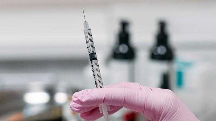 Perhitungkan Sebelum Melakukan, Ini Dia 7 Efek Samping Suntik Botox