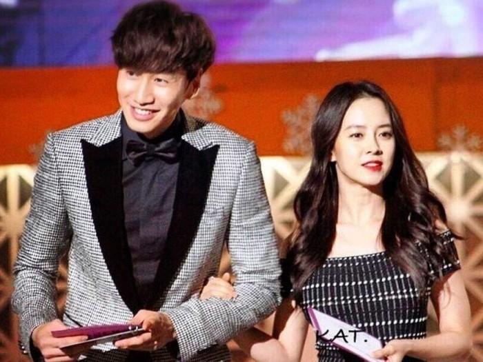 Walaupun berpisah, penggemar berharap persahabatan mereka tetap langgeng dan erat sampai nanti. Tak lupa penggemar juga memberikan banyak dukungan kepada Jihyo atas kepergian Kwang Soo dari Running Man. (Foto:Twitter.com/ddeum00)
