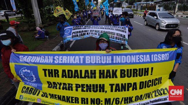 LBH Surabaya bersama FSPMI melaporkan pelanggaran pembayaran THR terhadap 3.453 buruh. Sebagian belum menerima THR, sebagian lain diganti kado.