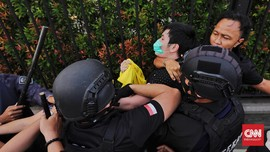 Penangkapan Massa Aksi, Arogansi Polisi Berdalih Pandemi