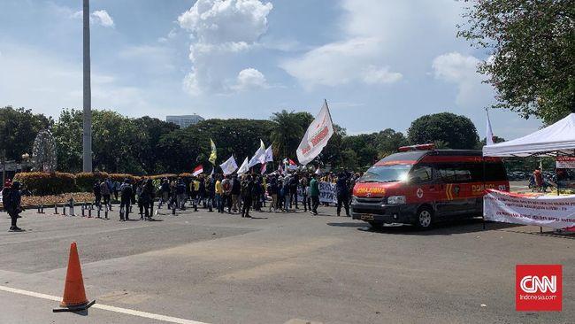 Polisi menyebut para mahasiswa Papua itu tidak mengantongi izin berunjuk rasa. Mereka diamanankan untuk didata sebelum dilepas kembali.