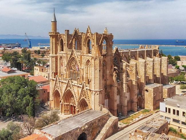 Masjid Lala Mustafa, Katedral Bersejarah yang Beralih Fungsi