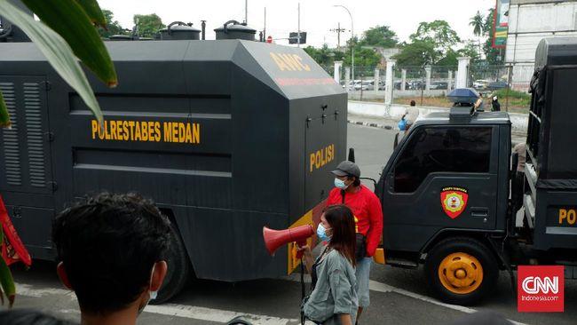 Kadiv Buruh dan Miskin Kota LBH Medan mendata 14 peserta aksi May Day yang diamankan itu adalah 7 pria dan 7 perempuan.