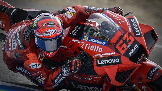 Pecco Bagnaia saat ini jadi pemuncak klasemen MotoGP 2021. Bagnaia seolah mengulang perjalanan Joan Mir di musim sebelumnya.