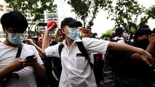 Demonstran Thailand Lempari Pengadilan Pakai Tomat dan Telur