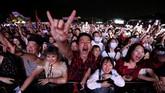 Ribuan orang menghadiri hari pertama pelaksanaan konser Wuhan Strawberry Music Festival pada Sabtu (1/5) waktu setempat.