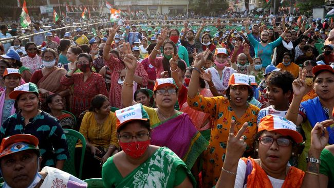 India pada Minggu (2/5) memulai penghitungan suara Pemilu dari lima negara bagian, meski tsunami Covid-19 masih melanda.