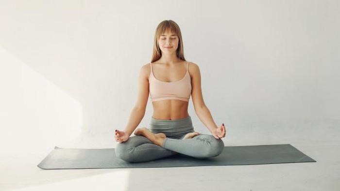 Simpan Bakteri, Matras Yoga Harus Rutin Dicuci