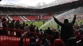 Man Utd Tindak Suporter yang Rusak Old Trafford