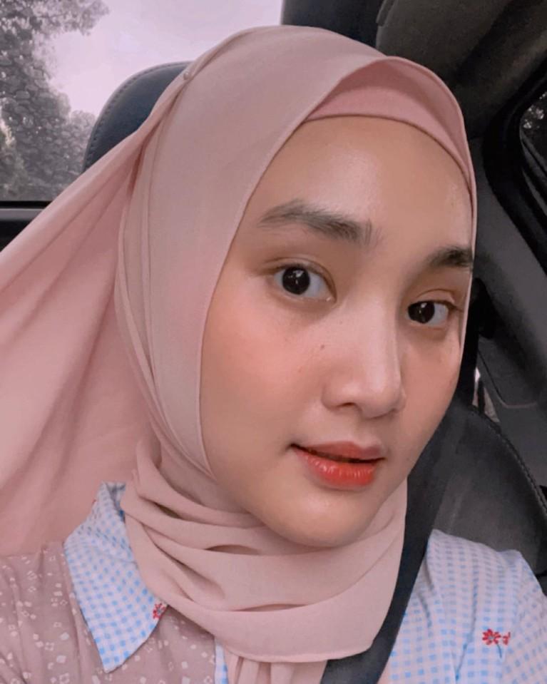 Penyanyi Fatin Shidqia berbagi cerita soal menjalani puasa di bulan Ramadhan. Yuk kita intip gaya Fatin selama bulan Ramadhan!