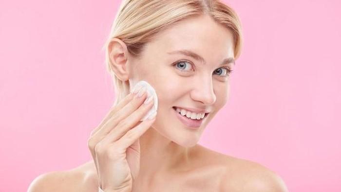 5 Rekomendasi Toner Pad untuk Mencerahkan Wajah