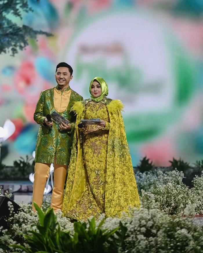 Ia juga terkenal sebagai pembawa acara liga sepakbola Indonesia dan juga dunia. Terry juga membawakan program Sport7 di Trans7 dan One Stop Football selama belasan tahun. (Foto: instagram.com/terryputri/)