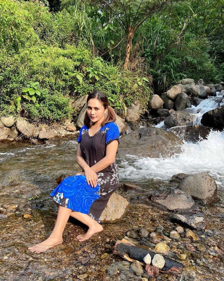 Intan Ratna Juwita yang masih berstatus sebagai istri Maell Lee mengaku tak diberi nafkah. Ia dikabarkan tengah berjualan es kelapa, yuk kita intip potret Intan Ratna Juwita!