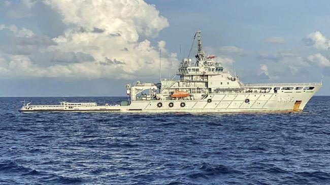 Liferaft atau dari bagian alat keselamatan kapal selam KRI Nanggala 402 yang tenggelam di perairan Bali pada akhir April lalu.