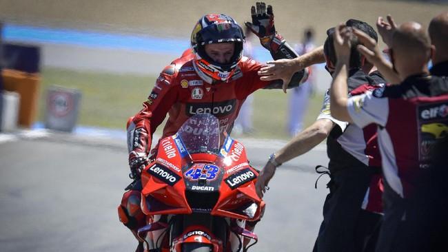 Jack Miller menang MotoGP Spanyol 2021 setelah Fabio Quartararo membuang peluang emas untuk menjadi juara karena cedera arm pump.