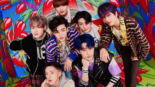 NCT Dream menjadi miliion seller setelah album penuh pertama mereka, Hot Sauce, terjual 1.078.843 melaui pra-pesan.