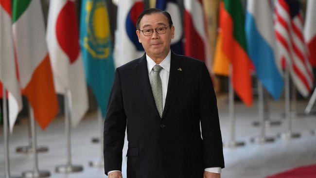 Dengan penuh sumpah serapah, Menlu Filipina, Teodoro Locsin, menuntut China menarik ratusan kapalnya keluar dari perairan di LCS yang menjadi sengketa.