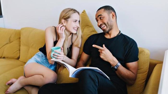 6 Cara Komunikasi yang Baik untuk Pasangan Baru Menikah
