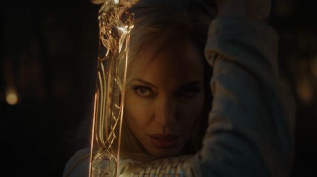 Dalam trailer Marvel Phase 4, terlihat tampilan perdana Angelina Jolie dalam film Eternals, yang tayang November 2021 mendatang.