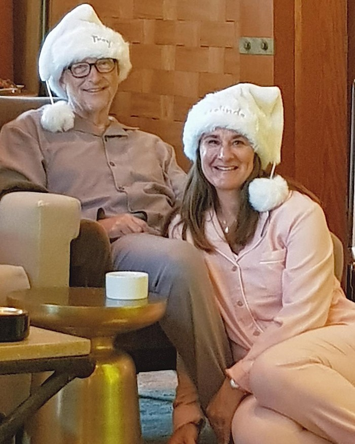 Bahkan mereka mempunyai kebiasaan yang dilakukan setiap Hari Natal, yakni menggunakan piyama yang senada. (foto: instagram.com/melindafrenchgates)