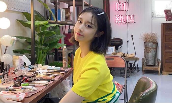 Baru-baru ini Ji Yeon ganti penampilan dengan memotong pendek rambutnya. Gimana? enggak kalah imut sama idol k-pop generasi sekarang, kan? / foto: instagram.com/jiyeon2_