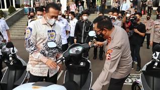 Hibah Motor Listrik Dukung Patroli Polisi Saat Car Free Day