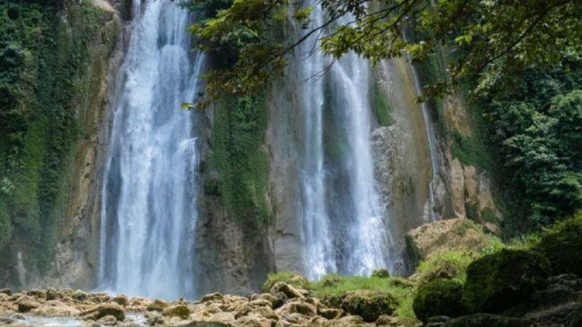 Ada banyak curug di Provinsi Jawa Barat. Berikut tiga curug yang paling populer di sana.