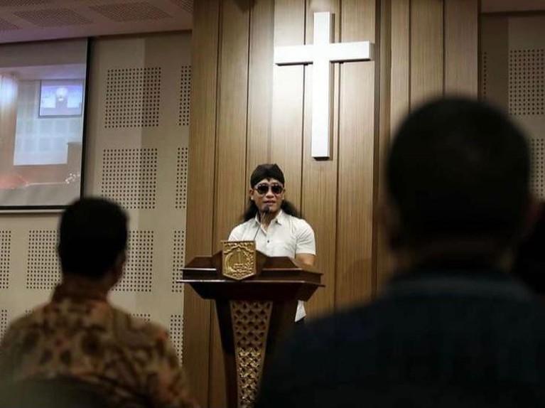 Beredar video Gus Miftah saat beri ceramah di Gereja Bethel, Gereja Karismatik di Indonesia. Yuk kita intip penampakannya!