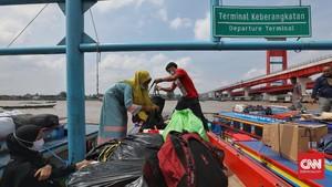 FOTO : Riuh Pelabuhan Sungai Jelang Mudik Lokal Dilarang
