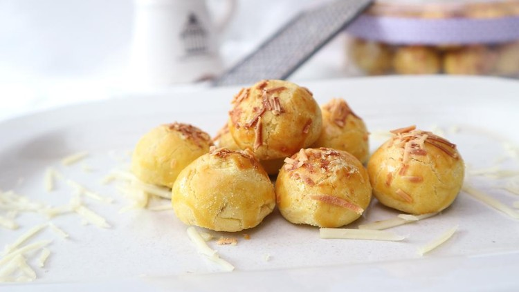 Original Nastar is the traditional Indonesian. So crunchy in the first bite but will melting at the end because it made from cheese and spread with cheese. Rich of cheese but will be amazing taste for you.