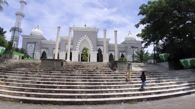 Masjid Raya Makassar di Makassar, Provinsi Sulawesi Selatan, menyimpan banyak kisah sejarah yang belum banyak diketahui orang.