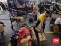 FOTO : Ramai Terminal Pulo Gebang Jelang Larangan Mudik