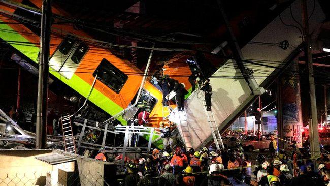 Setidaknya 15 orang tewas setelah satu rel layang tempat kereta melintas di ibu kota Meksiko ambruk dan menimpa ruas jalan di bawahnya pada Senin (3/5) malam.