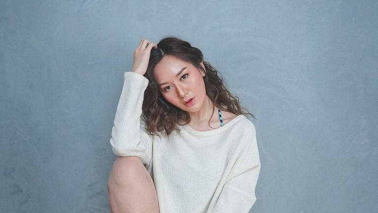 Nama Rizuka Amor sedang mencuri perhatian publik karena dikatakan merebut suami Dokter Irene. Yuk kita lihat potret Rizuka Amor!