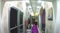 <p>Rumahnya besar dan memanjang. Ada banyak ruang dan kamar di dalam rumah tersebut.(Foto: YouTube Sahabat Salam)</p>
