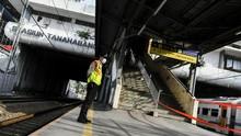 KRL Beroperasi Kembali di Stasiun Tanah Abang Selasa Sore