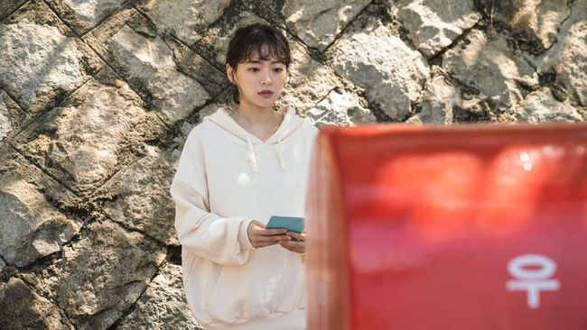 Waiting For Rain dan film Hollywood, The Courier, mulai menyodok ke dalam daftar Box Office Korea pekan ini.