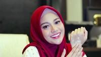 <p>Istri Atta Halilintar ini didoakan warganet selalu istiqomah dalam berhijab. (Foto: Instagram @aurelie.hermansyah)</p>