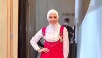 <p>Meski sekarang tampil berhijab, Aurel Hermansyah tetap perhatikan paduan busana yang dipakai. Cantik ya, Bunda? (Foto: Instagram @aurelie.hermansyah)</p>