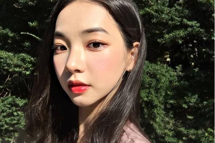 Bahkan sebelum debut, bersama teman-temannya Karina beberapa kali tampil membawakan lagu-lagu girl group k-pop di acara sekolahnya / foto: instagram.com/aespa.karina._