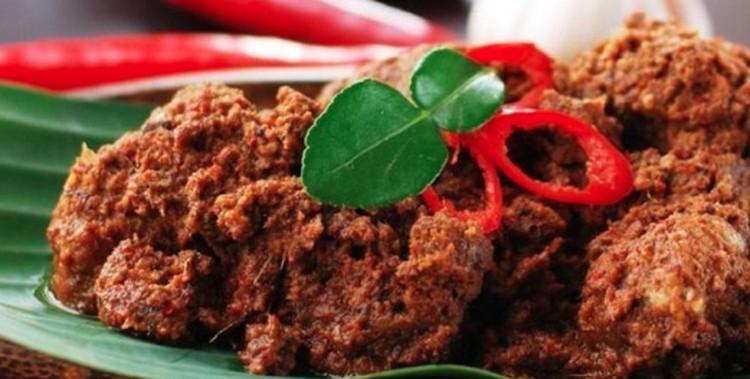 Tidak ingin masak rendang terlalu lama? Simak saran dari para chef populer Indonesia mengenai cara masak rendang yang empuk dan cepat.