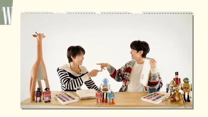 Dalam wawancaranya, mereka saling bercerita tentang kehidupan masa kecilnya, memilih siapa member NCT yang ingin dijadikan keluarga, dan hal-hal lainnya. Mereka juga bermain games untuk menunjukkan seberapa dekat mereka. (Foto: youtube.com/wkorea)
